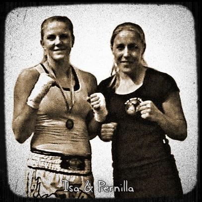 Isa och Pernilla på Wat Santinivas 2011